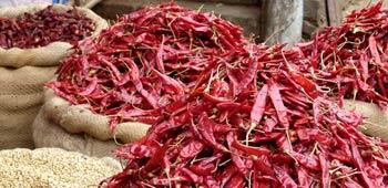 Chilis am Markt kaufen